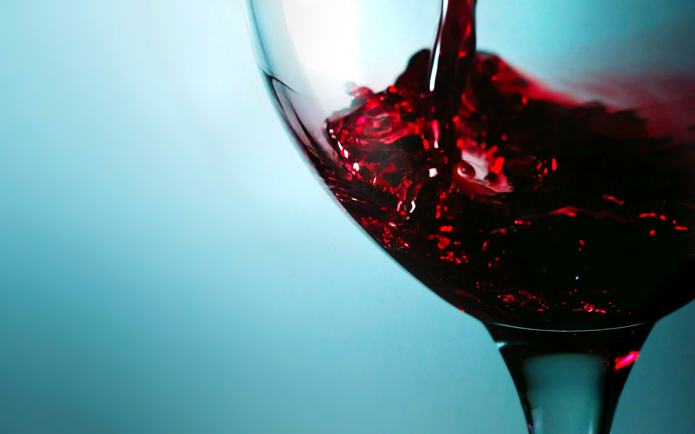 Wine Pouring In Glass Hd Wallpapers Hd Images Hd Pictures
