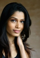 Freida-pinto-wallpaper.jpg