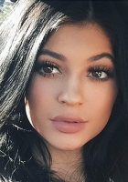 Kylie-Jenner-Challenge-Lip-Pictures-Video
