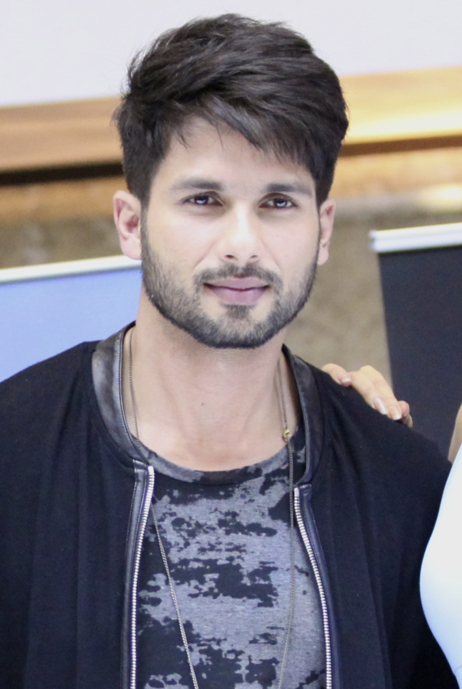 Shahid Kapoor Hd Wallpapersjpg Hd Wallpapers Hd Images Hd Pictures