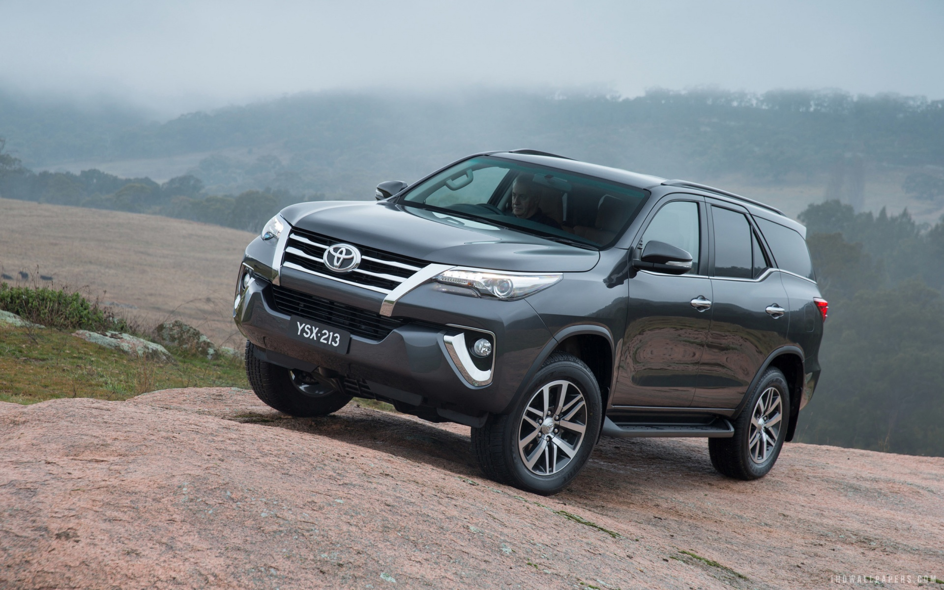 Toyota Fortuner 2016 Wallpaper Hd Images And Pictures